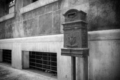 Οριζόντια άποψη ενός παλαιού δημόσιου κιβωτίου επιστολών στην οδό σε Nig στοκ φωτογραφίες με δικαίωμα ελεύθερης χρήσης