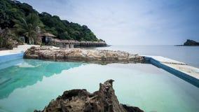 Οριζόντια άποψη του θερέτρου στο νησί με το poolside, Μαλαισία Στοκ Φωτογραφία