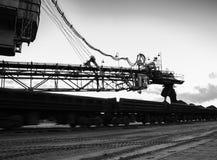 Οριζόντια γραπτή βιομηχανική διαδικασία φόρτωσης Στοκ φωτογραφία με δικαίωμα ελεύθερης χρήσης