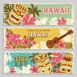 Οριζόντια εμβλήματα που τίθενται με τις απεικονίσεις των της Χαβάης φυλετικών Θεών και άλλων διαφορετικών συμβόλων Στοκ Φωτογραφίες