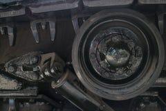 Οριζόντια λεπτομέρεια MCU του κυλίνδρου, του βήματος και της αναστολής στη συλλήφθείη δεξαμενή αμερικάνικου στρατού στην επίδειξη Στοκ εικόνα με δικαίωμα ελεύθερης χρήσης