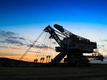Οριζόντια ζωηρή μηχανή μεταλλείας ηλιοβασιλέματος βιομηχανική Στοκ Εικόνες