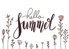 Οριζόντια κάρτα με το χειρόγραφο καλοκαίρι εγγραφής γειά σου με τα λουλούδια doodle Ευχετήρια κάρτα με το θετικό απόσπασμα για τη διανυσματική απεικόνιση