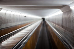 Οριζόντια κυλιόμενη σκάλα στον αερολιμένα Στοκ Φωτογραφίες