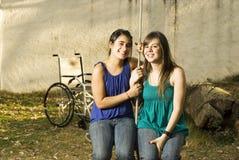 οριζόντια ταλάντευση σχοινιών κοριτσιών Στοκ φωτογραφίες με δικαίωμα ελεύθερης χρήσης