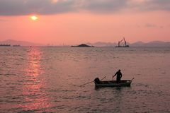 οριζόντια φυσική ανατολή θάλασσας φωτογραφιών σκοταδιού χρωμάτων στοκ εικόνες