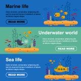 Οριζόντιο κίτρινο υποβρύχιο εμβλημάτων με το περισκόπιο, σχολείο των ψαριών, ψάρια ψαράδων Θαλάσσιο ιπτάμενο ζωής με το κοράλλι,  ελεύθερη απεικόνιση δικαιώματος