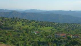 Οριζόντιο πανόραμα του χωριού στα βουνά Troodos, Κύπρος Όμορφο τοπίο απόθεμα βίντεο