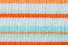 Οριζόντιο πορτοκαλί άσπρο πράσινο πλέξιμο ή πλεκτή σύσταση υφάσματος Στοκ φωτογραφία με δικαίωμα ελεύθερης χρήσης