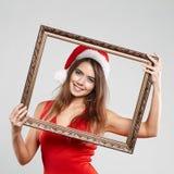Οριζόντιο πορτρέτο του κοριτσιού Χριστουγέννων με wineglass στο άσπρο υπόβαθρο Στοκ Εικόνες