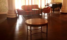 Ορισμένο τρύγος σύνολο επίπλων darbar αίθουσας στο παλάτι της Βαγκαλόρη Στοκ Φωτογραφία