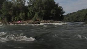 Ορμητικά σημεία ποταμού ποταμών, αλιεία απόθεμα βίντεο