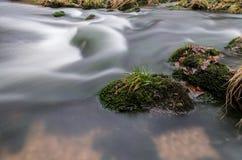 Ορμητικά σημεία ποταμού σε Jizera Στοκ Εικόνα