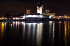 Ορμούμενες αντανακλάσεις νερού νύχτας Στοκ Φωτογραφίες