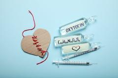 Ορμόνη αγάπης, oxytocin βιοχημείας Αγάπη και σπασμένη καρδιά στοκ φωτογραφίες με δικαίωμα ελεύθερης χρήσης