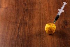 Ορμόνη Apple στο ξύλο Στοκ Φωτογραφία