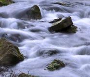 Ορμώντας ποταμός στοκ φωτογραφία