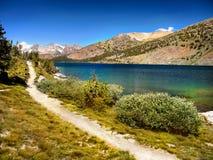 Οροσειρά λίμνη βουνών της Νεβάδας, Καλιφόρνια Στοκ εικόνες με δικαίωμα ελεύθερης χρήσης