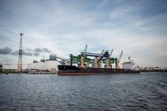 Ορυκτή μεταφόρτωση στο λιμένα Στοκ φωτογραφία με δικαίωμα ελεύθερης χρήσης
