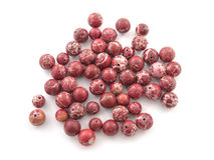 Ορυκτή πέτρα πολύτιμων λίθων Variscite βράχου κόκκινη που απομονώνεται στο άσπρο υπόβαθρο Στοκ Εικόνες