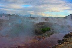 Ορυκτοί λουτρά και καπνοί από Rupite σύνθετο στοκ φωτογραφίες με δικαίωμα ελεύθερης χρήσης