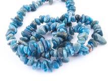 Ορυκτό μπλε Apatite πετρών πολύτιμων λίθων που απομονώνεται στο άσπρο υπόβαθρο Στοκ εικόνα με δικαίωμα ελεύθερης χρήσης