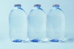ορυκτό πλαστικό ύδωρ μπουκαλιών στοκ εικόνες