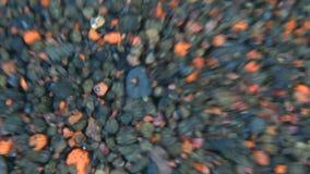 ορυκτό ύδωρ βράχων μεντών πάγου γυαλιού μπουκαλιών απόθεμα βίντεο