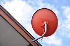 δορυφόρος στεγών πιάτων Στοκ Εικόνα