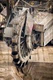 Ορυχείο ανοικτών κοιλωμάτων εκσκαφέων μεταλλείας ροδών στοκ εικόνα με δικαίωμα ελεύθερης χρήσης