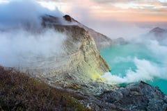 Ορυχείο λιμνών και θείου στον κρατήρα ηφαιστείων Khawa Ijen, νησί της Ιάβας, Ινδονησία στοκ φωτογραφίες με δικαίωμα ελεύθερης χρήσης