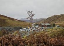 Ορυχείο πλακών Honister - Cumbria, Αγγλία, το UK - ζωηρόχρωμοι λόφοι στοκ εικόνες