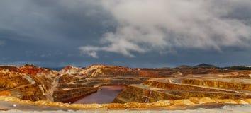 Ορυχείο του Ρίο Tinto τη θυελλώδη ημέρα, ευρεία γωνία Στοκ φωτογραφία με δικαίωμα ελεύθερης χρήσης