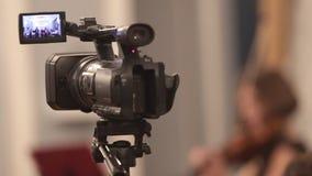 Ορχήστρα αιθουσών Μια κάμερα που καταγράφει μια μουσική απόδοση στο εσωτερικό απόθεμα βίντεο