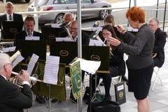Ορχήστρα πνευστ0ών από χαλκό στο φεστιβάλ καναλιών του Λιντς Λίβερπουλ σε Burnley Lancashire Στοκ Εικόνες