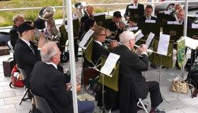 Ορχήστρα πνευστ0ών από χαλκό στο φεστιβάλ καναλιών του Λιντς Λίβερπουλ σε Burnley Lancashire Στοκ Εικόνα