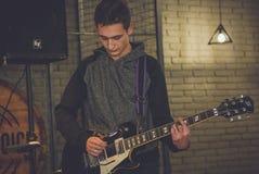Ορχήστρα ροκ σε μια σκηνή Στοκ Φωτογραφίες