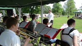 Ορχήστρα Bigband με την τζαζ παιχνιδιού bandleader απόθεμα βίντεο