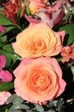 Ορχιδέες και τριαντάφυλλα στη νυφική ανθοδέσμη Στοκ Φωτογραφία