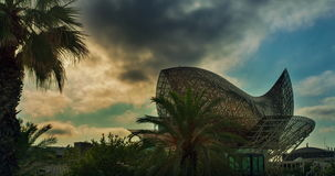 Ορόσημα της Βαρκελώνης Timelapse του γλυπτού στη Βαρκελώνη κεντρικός στο ηλιοβασίλεμα απόθεμα βίντεο