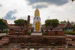 Ορόσημο του βουδιστικού ναού στο wora rattana sri Wat Pra mahathat στοκ φωτογραφία