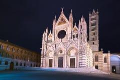 Ορόσημο Duomo καθεδρικών ναών της Σιένα, φωτογραφία νύχτας. Τοσκάνη, Ital Στοκ φωτογραφίες με δικαίωμα ελεύθερης χρήσης