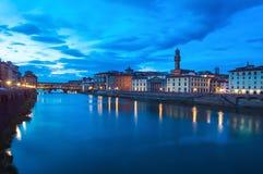 Ορόσημο Vecchio Ponte στο λυκόφως, παλαιά γέφυρα, ποταμός Arno στη Φλωρεντία. στοκ εικόνα