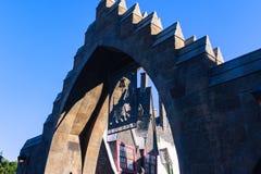 Ορλάντο, ΗΠΑ - 20 Ιουνίου 2016 - κόσμος Wizarding του Harry Potter - της εισόδου Hogsmeade Στοκ Εικόνα