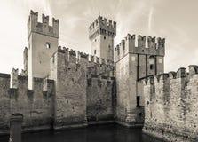 13ος αιώνας του Castle Scaliger σε Sirmione στη λίμνη Garda κοντά στο VE Στοκ εικόνες με δικαίωμα ελεύθερης χρήσης