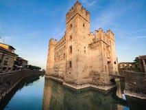 13ος αιώνας του Castle Scaliger σε Sirmione στη λίμνη Garda κοντά στο VE Στοκ Εικόνα