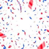 4ος της ημέρα της ανεξαρτησίαςης Ιουλίου, - κομφετί ΑΜΕΡΙΚΑΝΙΚΩΝ πατριωτικό χρωμάτων Άσπρα, κόκκινα και μπλε μειωμένα κορδέλλες κ Στοκ Φωτογραφία