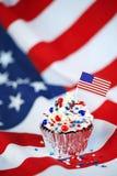 4ος του Ιουλίου cupcake με τη σημαία, ψεκάζει Στοκ φωτογραφία με δικαίωμα ελεύθερης χρήσης
