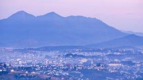 1$ος, το Δεκέμβριο του 2016 - μέρος της άποψης πόλεων Dalat από το βουνό Pinhat στη λίμνη TuyenLam στο Dong Βιετνάμ Dalat- Lam Στοκ Εικόνες