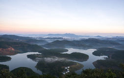 1$ος, το Δεκέμβριο του 2016 - 1 μέρος της άποψης πόλεων Dalat από το βουνό Pinhat στη λίμνη TuyenLam στο Dong Βιετνάμ Dalat- Lam Στοκ Εικόνες